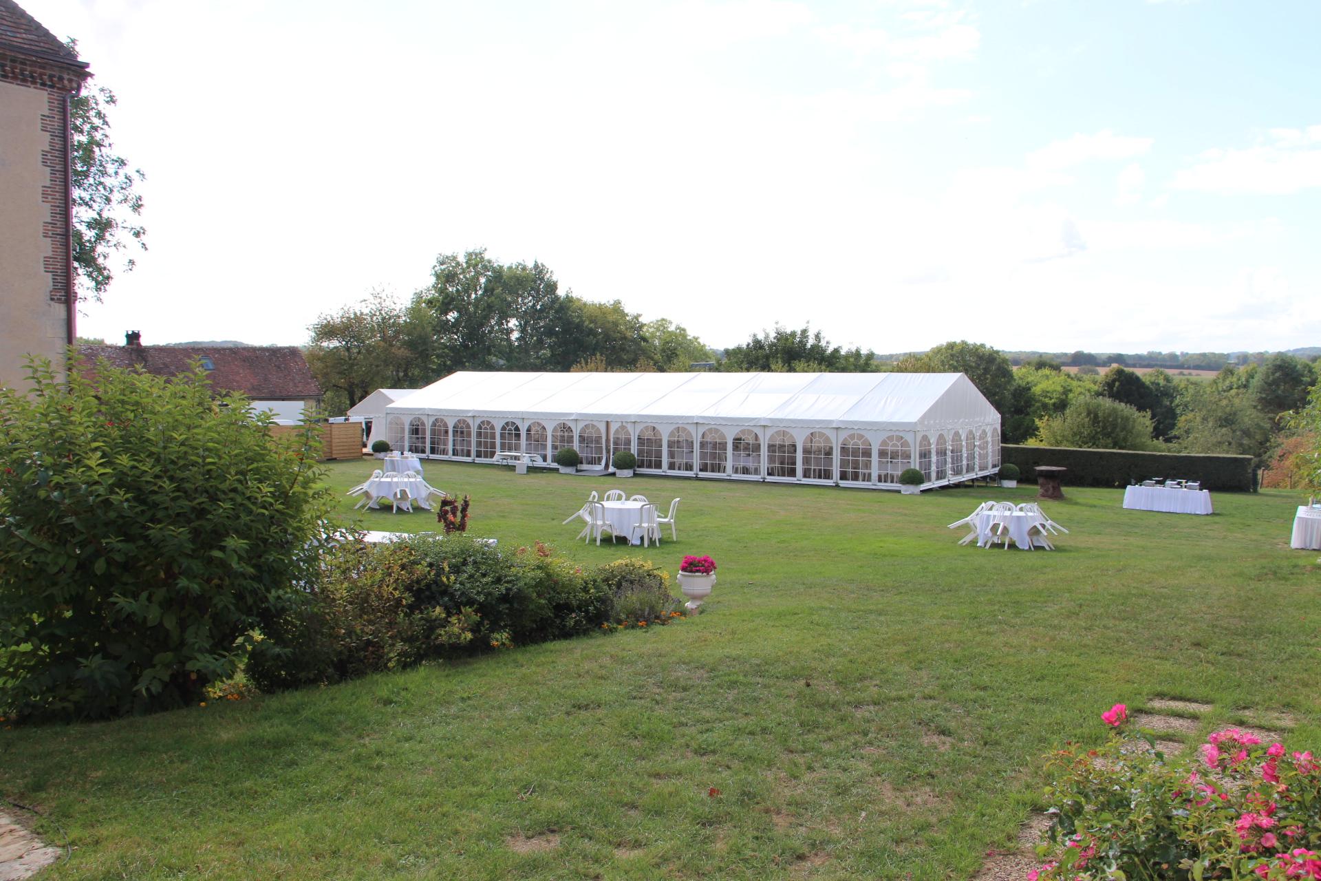 Vue de la tente depuis le salon d'été