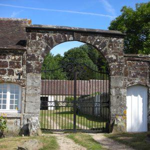 Le portail de Bellegarde, grille et portillon
